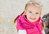 Outdoor portrait of cute little girl — Стоковое фото