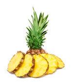 Ananas scheiben isoliert — Stockfoto
