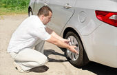 Car wheel defect man change puncture — Stock Photo