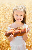 Happy girl on field of wheat — Stock Photo