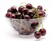 A glass bowl full with sweet cherries isolated — Stock Photo