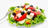 Ensalada de verduras fresca con horquilla aislado — Foto de Stock