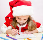 Llittle girl writes letter to Santa — Stock Photo