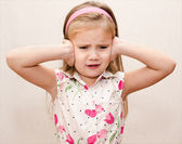 Little girl covering her ears — Foto Stock