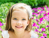 Outdoor portrait of adorable smiling little girl — Stock Photo