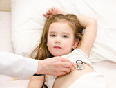 Little girl and the doctor for a checkup examined — Stock Photo
