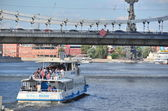 River tourist walks along the Moscow River — Stock Photo