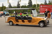 Tourist electro-cabriolet for excursions on the central avenue of the All-Russia Exhibition Centre. — Photo