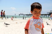 Small boy on the beach — Foto de Stock