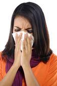 Jovem mulher espirros — Fotografia Stock