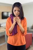 Femme avec du thé chaud boisson grippe — Photo