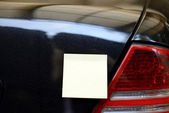 Blank Yellow Note On The Car — Stockfoto