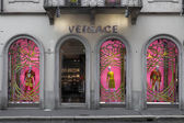 VERSACE - MILAN, FEBRUARY 9: Versace boutique in Milan on Feb 9, 2014 — Stock Photo