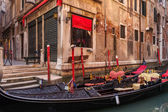 Beautiful gondola parked on the side of a small canal in Venice, Italy — Stock Photo