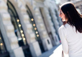 Woman walking in the city — Stock Photo