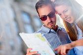 Happy couple sightseeing — Stock Photo