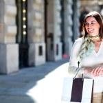 Woman window shopping — Stock Photo