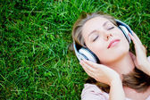 Woman listening to music — Stock fotografie