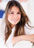 Gülümseyen güzel kadın — Stok fotoğraf