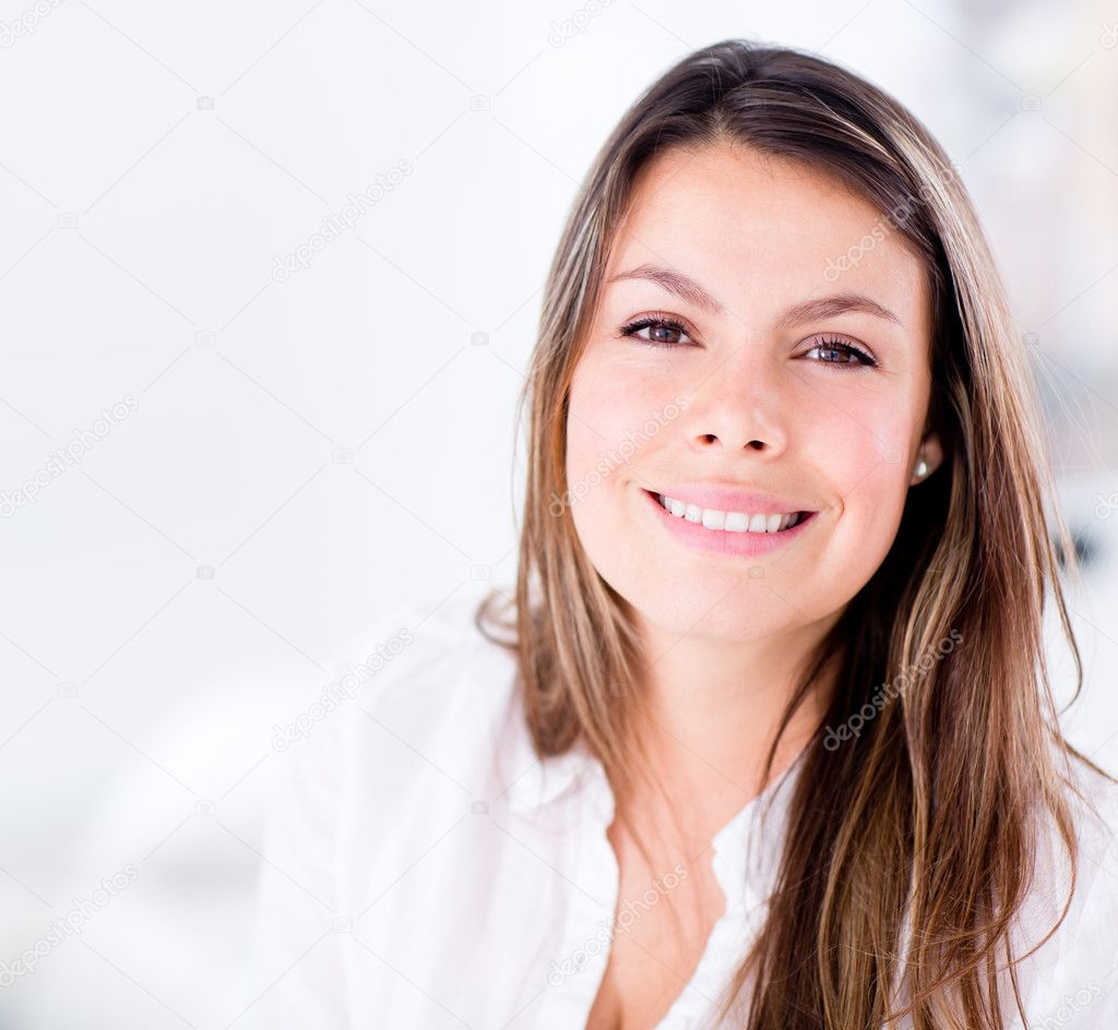 Beautiful woman at home looking very happy  — Stock Photo #12889149