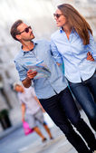 Couple of tourists walking — Stock Photo