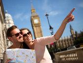 Latem turyści w londynie — Zdjęcie stockowe