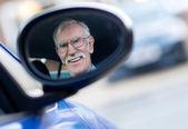 último homem dirigindo um carro — Foto Stock