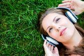 žena poslechu hudby — Stock fotografie