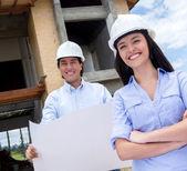 Архитекторы на строительной площадке — Стоковое фото