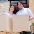 Loving couple moving house — Stock Photo