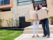 Happy couple moving house — Stock Photo