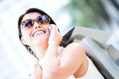 Mujer compradora en el teléfono — Foto de Stock