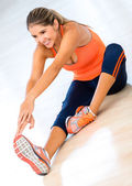 Woman stretching at the gym — Stockfoto