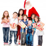 Santa claus met een groep van jonge geitjes — Stockfoto