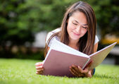 Woman studying outdoors — Stock Photo