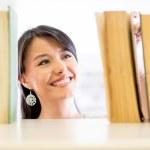 Woman looking for a book Woman looking for a book — Stock Photo