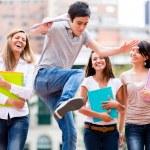 Studenten, die Spaß haben Schüler Spaß — Stockfoto