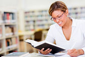 Woman studying at the library Woman studying at the library — Stock Photo