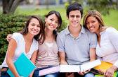 幸せなグループのグループの学生幸せな学生の — ストック写真