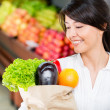 Woman grocery shopping Woman grocery shopping — Stock Photo #16319397