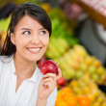 kadın yiyecek satın bakkaliye kadın satın — Stok fotoğraf #16319655