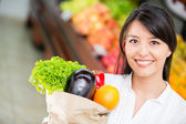 Latin woman shopping Latin woman shopping — Stockfoto