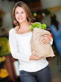 Femme heureuse commerçante heureuse femme shopping — Photo