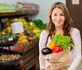 Shopping al mercato locale lo shopping al mercato locale — Foto Stock