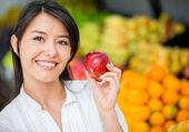 Woman buying organic Woman buying organic — Fotografia Stock