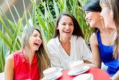 Flickor med en kaffe flickor en kopp kaffe — Stockfoto