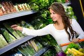 Kobieta zakupy, zakupy spożywcze kobieta — Zdjęcie stockowe