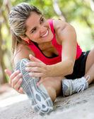 Atlética mulher mulher atlética alongamento de alongamento — Foto Stock