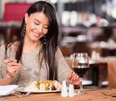 Woman eating at a restaurant Woman eating at a restaurant — Stock Photo