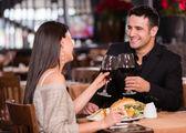 Couples ayant le couple dîner dîner — Photo